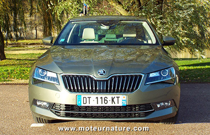 skoda superb 1 4 tsi act 150 ch essai d taill. Black Bedroom Furniture Sets. Home Design Ideas