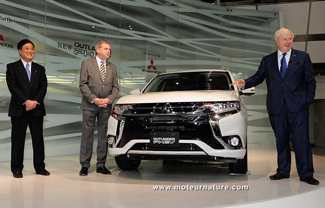 Boris Johnson et le Mitsubishi Outlander PHEV