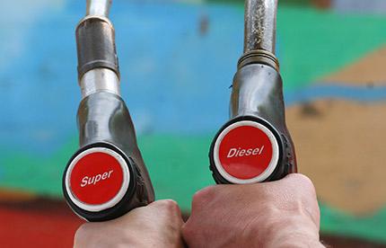 La France réduirait de 50% l'écart de taxe essence/gazole