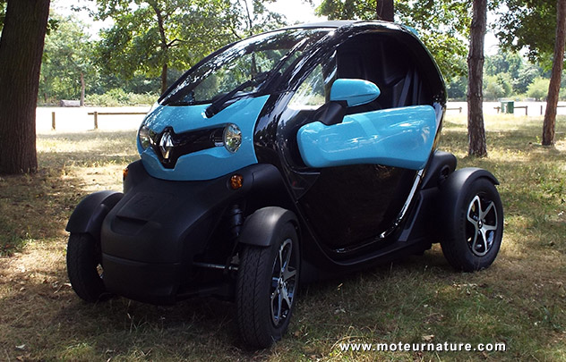 prise en mains renault twizy lectrique. Black Bedroom Furniture Sets. Home Design Ideas