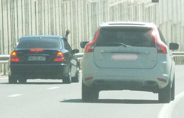 Escrocs sur l'autoroute blanche, près de Genève