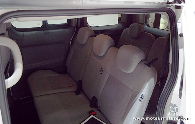 le nissan e nv200 evalia aussi en 7 places. Black Bedroom Furniture Sets. Home Design Ideas