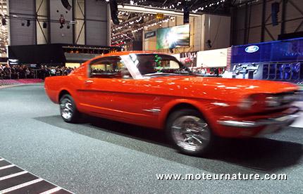 Une Ford Mustang 1965 au salon de Genève