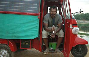 La France des voleurs, le véhicule électro-solaire Solar Tuk Tuk victime