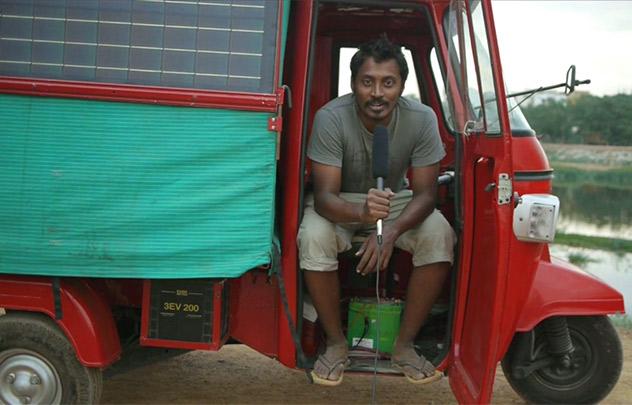 Naveen Rabelli et son tuk tuk solaire