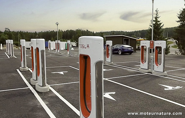 nebbenes la station de recharge de 2 m gawatts de tesla. Black Bedroom Furniture Sets. Home Design Ideas