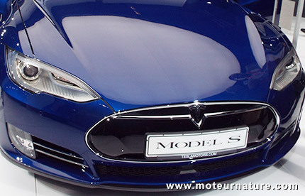 la tesla model s moins ch re avec une batterie plus petite. Black Bedroom Furniture Sets. Home Design Ideas