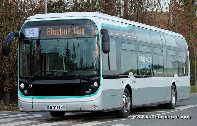 Bluebus électrique de la ligne 341 de la RATP à Paris