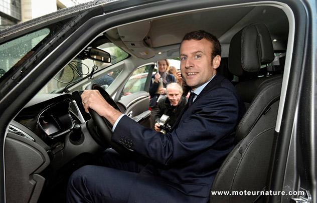 Emmanuel Macron dans un Renault Espace autonome