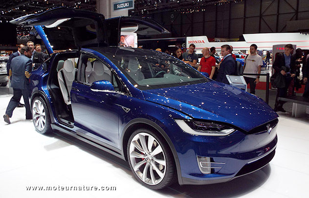 les tarifs de la tesla model x. Black Bedroom Furniture Sets. Home Design Ideas