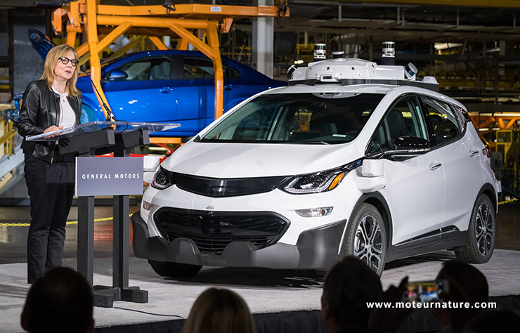 Mary Barra et la Chevrolet Bolt autonome