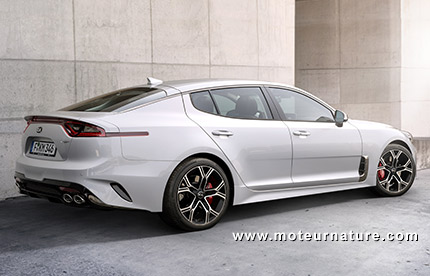 269 km h pour la kia stinger gt biturbo. Black Bedroom Furniture Sets. Home Design Ideas