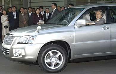 Le premier ministre japonais à bord de la Toyota FCHV