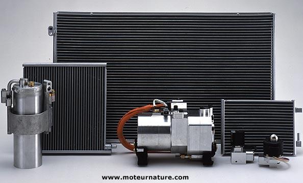 Eléments d'un système de conditionnement d'air Denso avec compresseur électrique