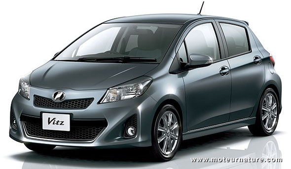 nouvelle toyota vitz la yaris de fin 2011. Black Bedroom Furniture Sets. Home Design Ideas