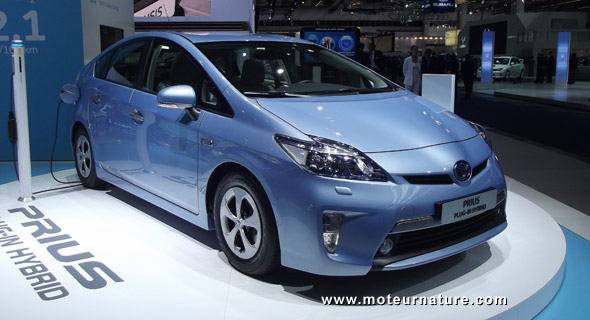 toyota prius une nouvelle hybride rechargeable bient t disponible. Black Bedroom Furniture Sets. Home Design Ideas