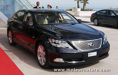 la lexus ls600h l landaulet du prince albert ii de monaco pour son mariage. Black Bedroom Furniture Sets. Home Design Ideas