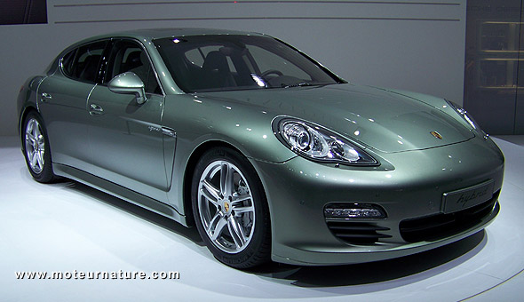 la porsche panamera bient t hybride rechargeable. Black Bedroom Furniture Sets. Home Design Ideas