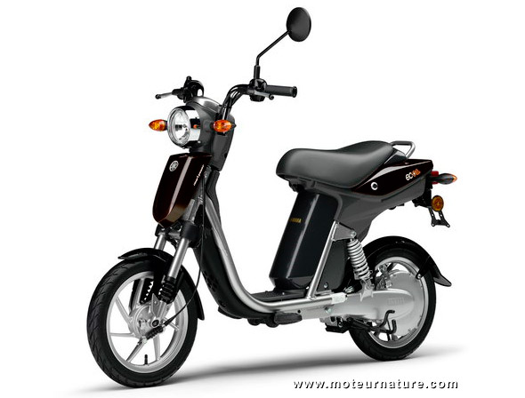 le scooter lectrique yamaha est en europe. Black Bedroom Furniture Sets. Home Design Ideas