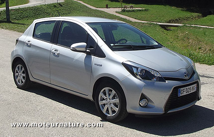 toyota yaris hybride. Black Bedroom Furniture Sets. Home Design Ideas