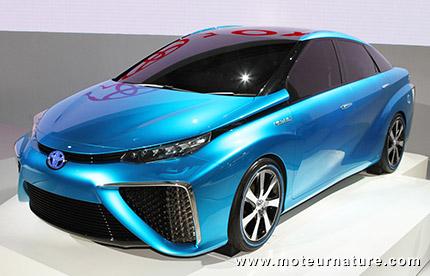 Une Lexus à hydrogène en projet, une BMW également