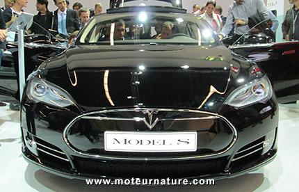 Ventes d'électriques: Tesla bat nettement Renault en Europe