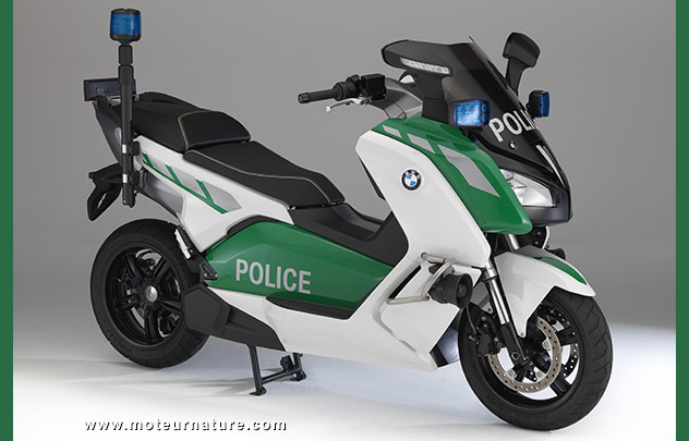 bmw pense d j la police pour son scooter lectrique. Black Bedroom Furniture Sets. Home Design Ideas