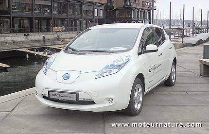 la nissan leaf avec la batterie en location. Black Bedroom Furniture Sets. Home Design Ideas